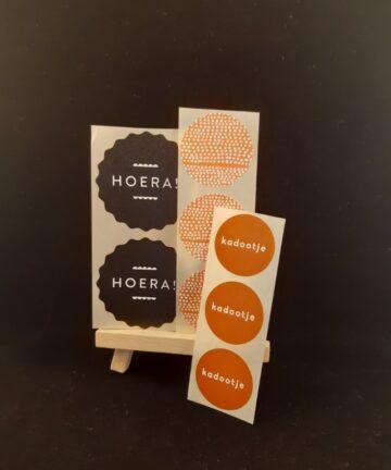 Stickers HOERA! - Unieke, leuke en authentieke producten bij Echt-wel.nl